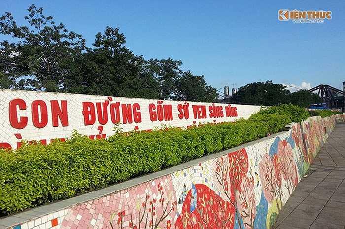 Con đường gốm sứ ven sông Hồng - Công trình kỷ niệm 1.000 năm Thăng Long - Hà Nội' được chính thức hoàn thành vào cuối năm 2010 với tổng mức đầu tư 65 tỷ đồng huy động từ nhiều nguồn.(Nguồn: Kiến Thức)