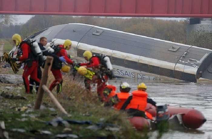 Con tàu không chở theo hành khách, những người có mặt trên tàu đều là nhân viên của Hãng đường sắt quốc gia Pháp
