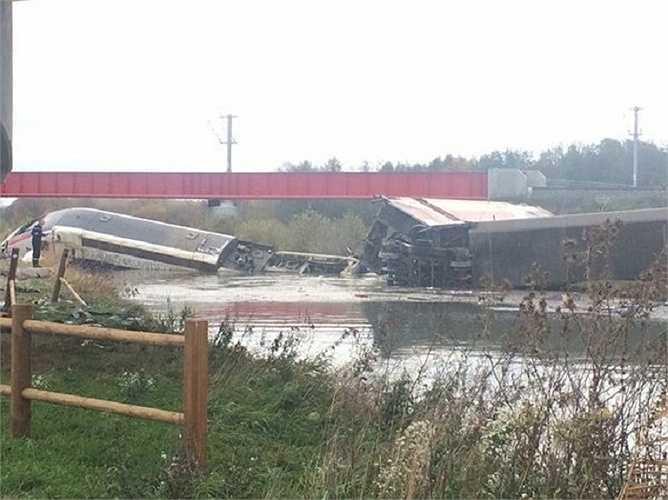Vụ tai nạn xảy ra trên một đường cao tốc mới giữa Paris và Strasbourg, chưa từng được sử dụng trước đây