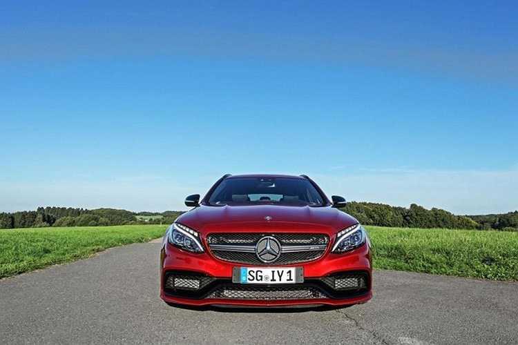 Với động cơ 'tiêu chuẩn' AMG V8 4.0L twin-turbo tương tự trên chiếc Safety Car Mercedes-AMG GT S, nhưng chỉ có công suất tối đa 510 mã lực và momen xoắn cực đại 700 Nn.