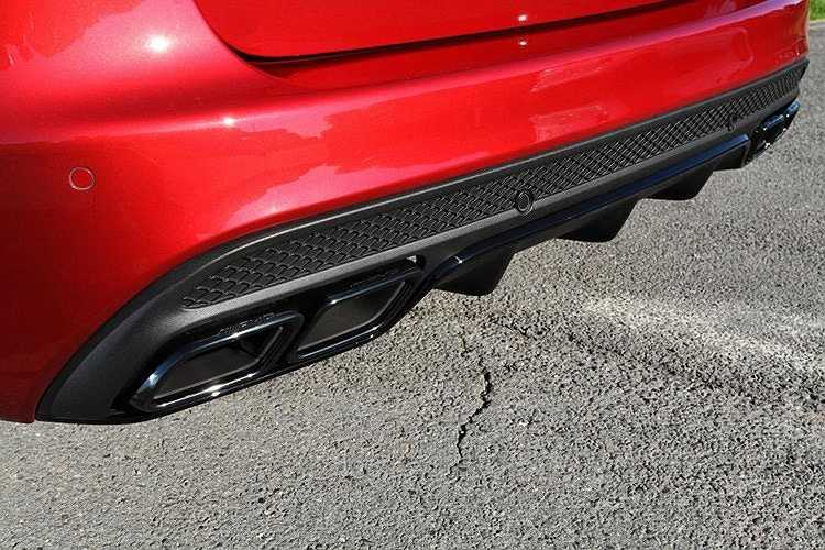 Hệ thống giảm xóc tiêu chuẩn được thay thế bằng bộ giảm xóc thể thao đến từ hãng độ KW của Mỹ, đi kèm với nó là hệ thống ống xả độ giúp chiếc xe mạnh hơn và mang hơi thở cũng khỏe hơn rất nhiều.
