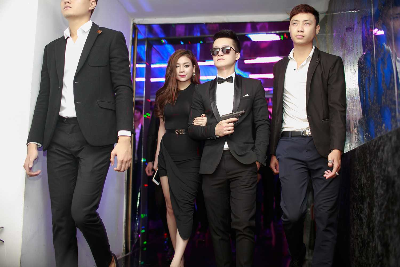 Qua tìm hiểu được biết, nam nhân vật hóa thân thành 007 lần này chính là DJ ZagKul (Nguyễn Tùng Giang) và người xuất hiện cùng anh với vai trò Bond Girl chính là DJ Mai Thỏ (Hoàng Mai Anh).