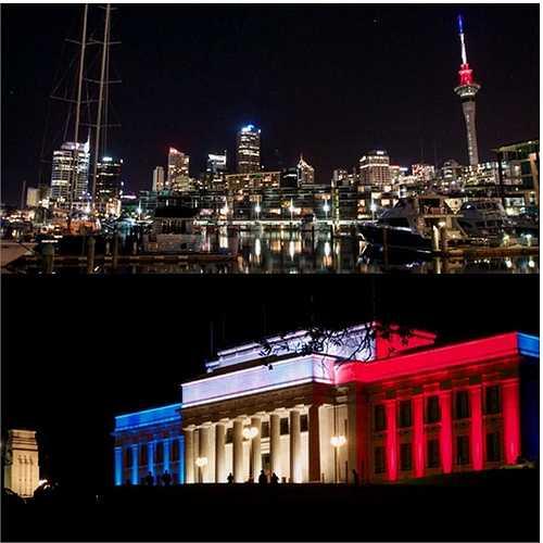 Bảo tàng Tưởng niệm Chiến tranh và Sky Tower ở Auckland, New Zealand chuyển sang màu cờ Pháp
