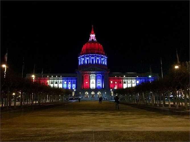 Tòa thị chính San Francisco, Mỹ rực sáng với màu cờ Pháp