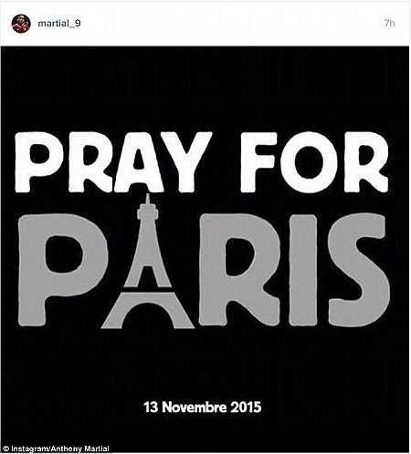 Cầu thủ người Pháp Anthony Martial cũng đăng tải một bức ảnh thể hiện nỗi đau buồn của một công dân Pháp