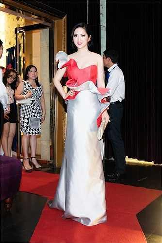 Đây là chiếc đầm của Ann Gi, một NTK người Việt ở Pháp.