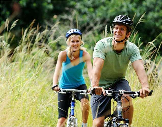 Tập thể dục thường xuyên: Tập thể dục làm tăng chức năng tình dục nam giới vì nó cải thiện lưu thông máu, giảm stress, làm giảm bớt mệt mỏi và tăng cường năng lượng. Tập thể dục chạy trong thời gian dài làm giảm cholesterol, bệnh tim, đột quỵ, huyết áp cao, vv Các bài tập thể dục cho phần xương chậu sẽ cải thiện hiệu suất tình dục.