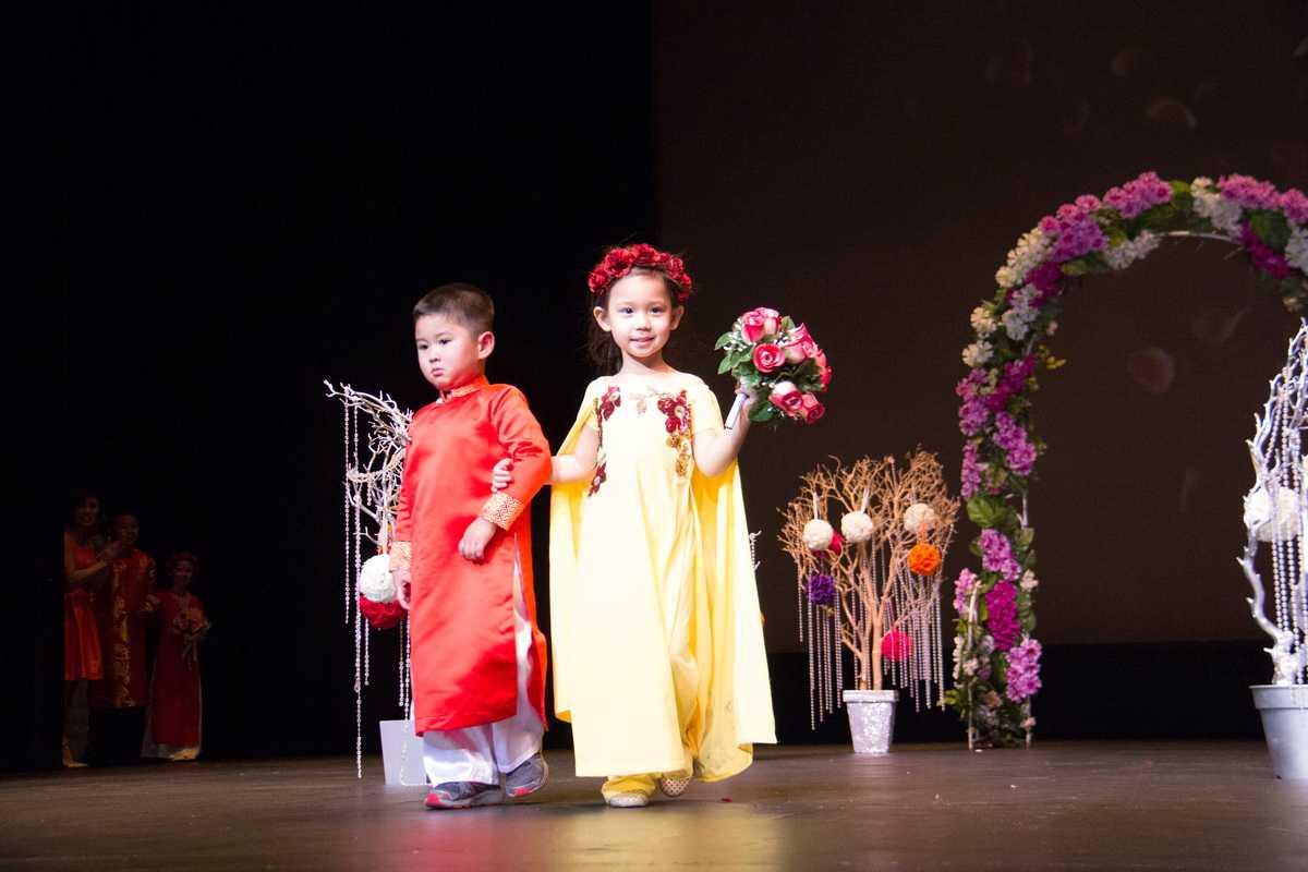 Sự chuyên nghiệp của cả 4 chị em nhà cô HH 9x đầy tài năng này đều nhận được sự khen ngợi và ủng hộ nhiệt tình của khán giả. Đây là cô em gái út của Jennifer Chung
