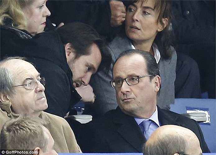 Ông Hollande có mặt tại sân Stade de France để xem trận đấu giao hữu giữa đội tuyển Pháp và Đức