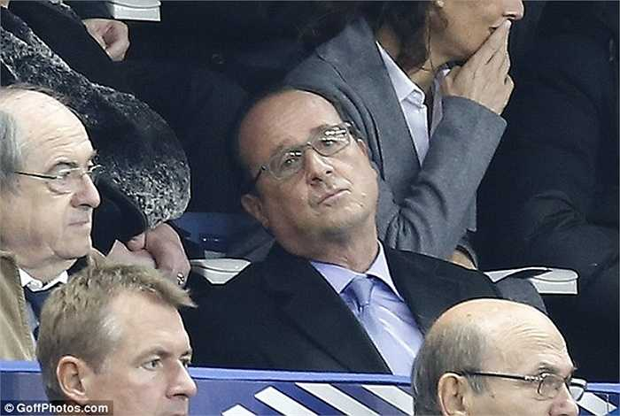 Khuôn mặt biểu cảm của Tổng thống Pháp khi nghe tin