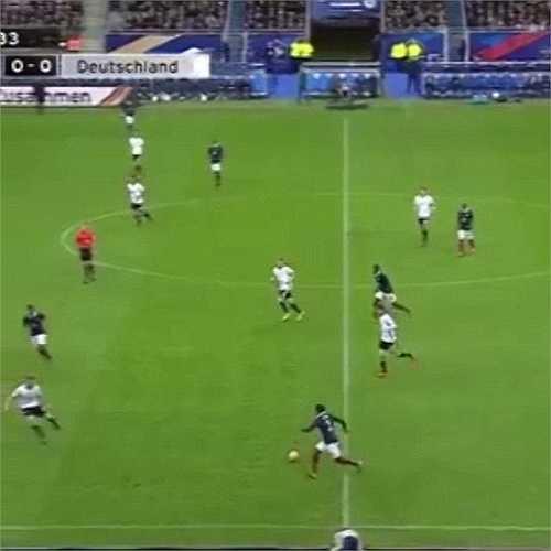 Trận đấu vẫn diễn ra như bình thường vì các cầu thủ không biết có xảy ra khủng bố