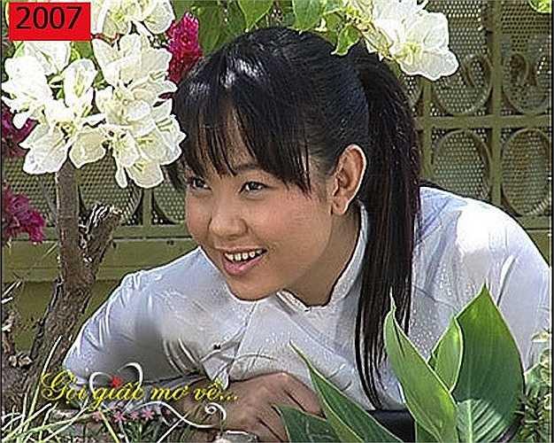 Tham gia bộ phim 'Gọi giấc mơ về' năm 2007, Minh Hằng đã tăng 10kg theo yêu cầu của đạo diễn. Tuy vậy, nhan sắc của cô vẫn chưa hoàn thiện với hàm răng thưa.