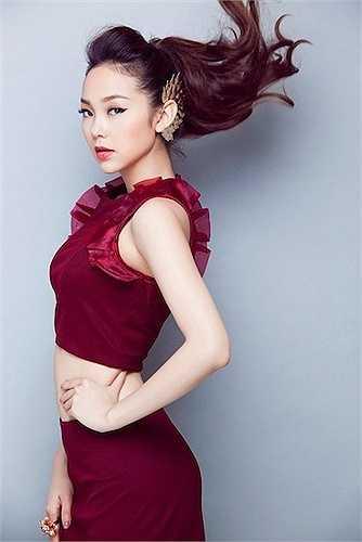 Minh Hằng xuất hiện như một kiều nữ gợi cảm nhất nhì showbiz Việt.