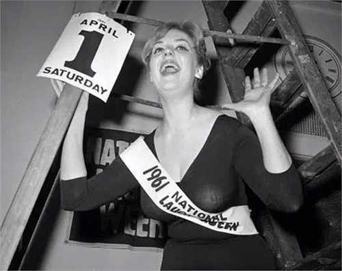 Hoa hậu Cười tôn vinh những nụ cười đẹp và sảng khoái. Trong hình là cuộc thi năm 1961
