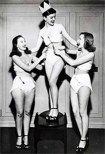 Hoa hậu Tã giấy được tổ chức trong một sự kiện của Viện nghiên cứu Dịch vụ tã giấy Hoa Kỳ vào năm 1947. Cô Betty Barrett đã giành được vương miện