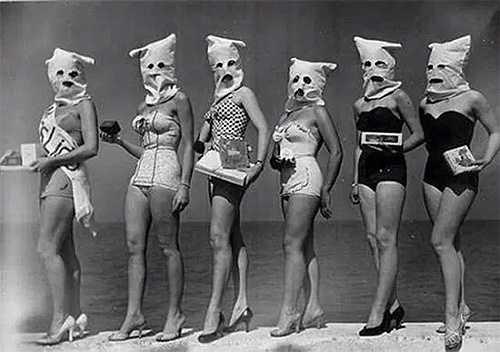 Cuộc thi có cách thức kỳ quái này là Hoa hậu Mắt đẹp. Các thí sinh sẽ phải chụp bao vải hoặc đoe mặt nạ lên đầu, chỉ chừa ra 2 con mắt để ban giám khảo đánh giá