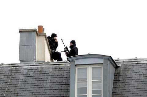 Đặc nhiệm Pháp tiến hành truy lùng các nghi can khủng bố