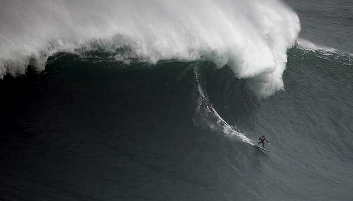 Hiếm khi mới xuất hiện những con sóng cao vài chục mét, hầu hết các con sóng cao trung bình khoảng 12m. Đây vẫn là con số khiến nhiều người choáng ngợp về độ cao