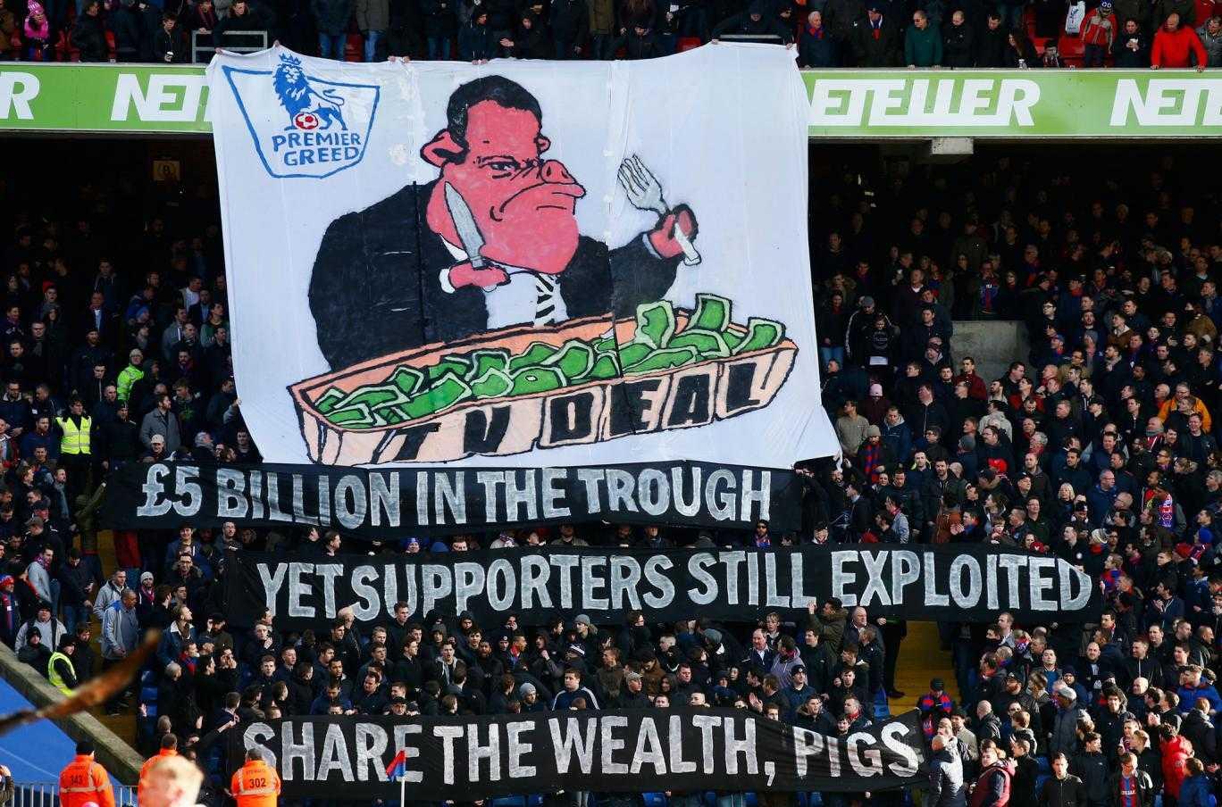 Khán giả Anh phản đối tăng giá bản quyền Premier League