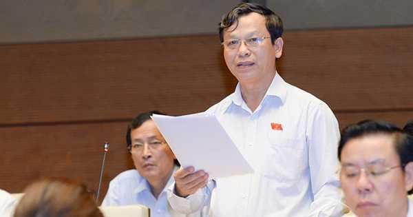 Đại biểu Bùi Mạnh Hùng (Bình Phước) đặt câu hỏi cho Bộ trưởng Nội vụ về chức danh hàm