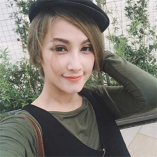 Emmy Nguyễn nói được 5 ngoại ngữ: Anh, Việt, Thái, Trung Quốc, Tây Ban Nha