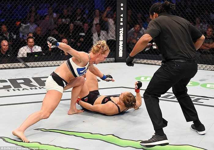 Ronda Rousey rất tự tin trước cuộc đọ sức với Holly Holm trong trận đấu tại Melbourne, Australia