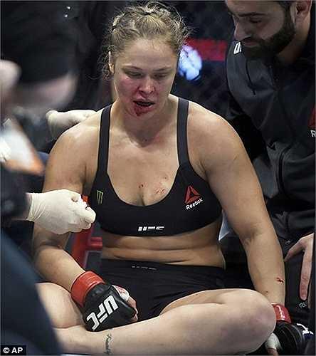 Trận thua này khiến Ronda Rousey mất luôn danh hiệu vô địch vào tay đối phương