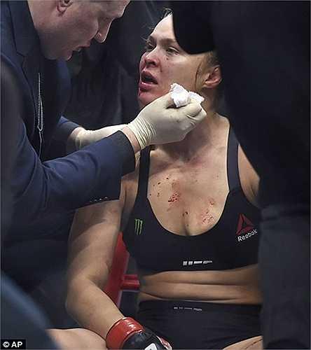 Trước đó, Ronda Rousey từng nhiều lần đánh gục các đối thủ ngay trong hiệp đấu đầu tiên
