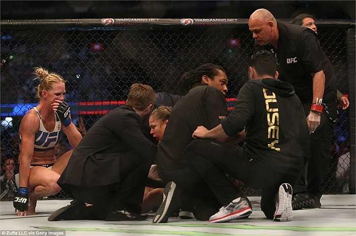 Nhưng lần này, mọi chuyện đã khác. Kẻ thất bại lại là Ronda Rousey