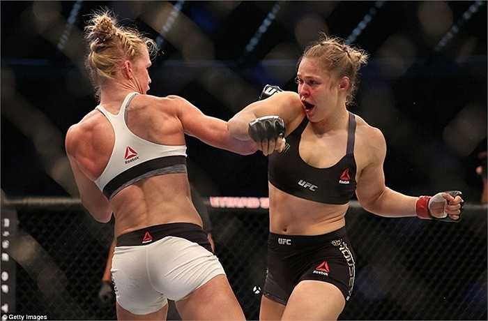 Người từng được coi là Mayweather của làng UFC thua chóng vánh đối thủ ở hiệp 2