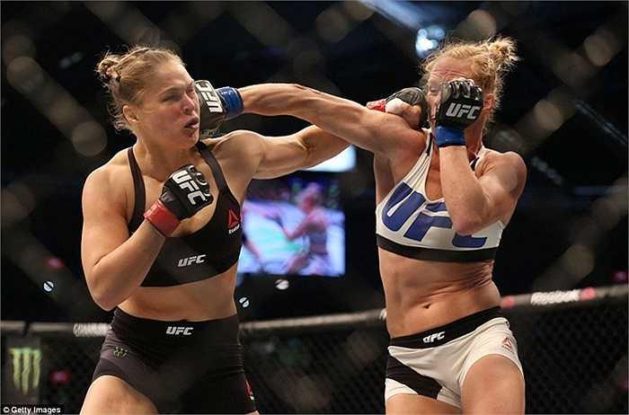 Thất bại chóng vánh của Ronda Rousey có phần bất ngờ bởi cô được đánh giá cao hơn đối thủ