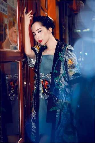 Cô vừa hoá thân vào hình ảnh một cô gái Nhật trong những trang phục thuần Việt.