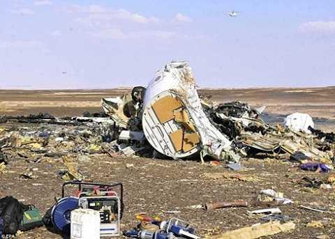 Những mảnh vỡ của máy bay A321 của Nga tại bán đảo Sinai, Ai Cập