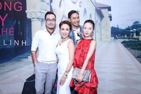 Hai người bạn thân là Phương Linh, NTK Lý Quý Khánh cùng nhạc sỹ Đinh Huy cũng đến chúc mừng nữ ca sỹ.