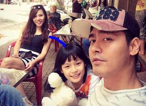 Hồi tháng 9, nhân sinh nhật vợ, Phan Anh khoe: Hậu phương vững mạnh của mấy bố con nhà cháu.