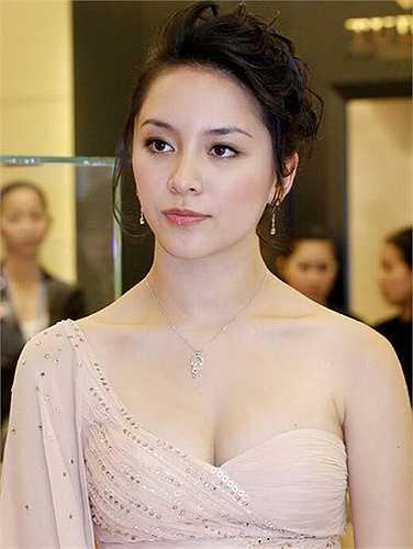 Chỉ tới tháng 10 vừa qua, khi tham gia Hoa hậu Hoàn vũ Việt Nam 2015 trong vai trò thành viên BTC, cô mới xuất hiện nhiều hơn trên các phương tiện thông tin đại chúng.