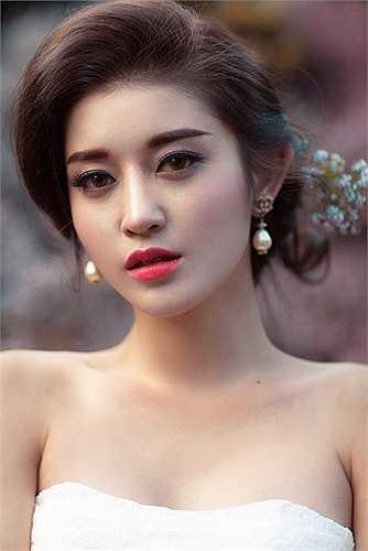 Được biết nam diễn viên chính đóng cùng Huyền My trong dự án phim này là một gương mặt rất ăn khách tại Myanmar. Ngoài ra phim còn có sự góp mặt của hoa hậu hoàn vũ Myanmar 2013 Moe Set Wine.