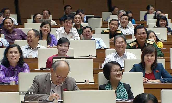Đại biểu phải bật cười trước phần trả lời của Bộ trưởng Hoàng Tuấn Anh
