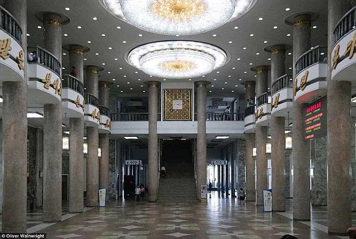 Nhà phê bình kiến trúc Wainwright đã đến thăm đất nước có nhiều bí mật nhất thế giới trong suốt mùa hè và bị quyến rũ bởi những toà nhà mà ông nhìn thấy.