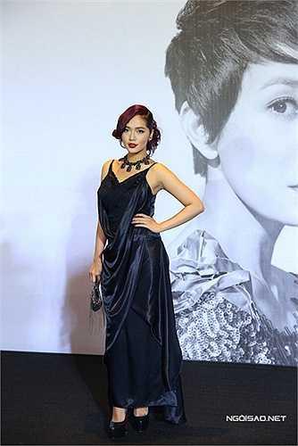 Người đẹp Kim Cương với phong cách rối rắm, hỗn độn