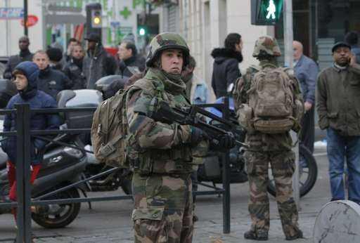 Quân đội Pháp phong tỏa đường phố St Denis