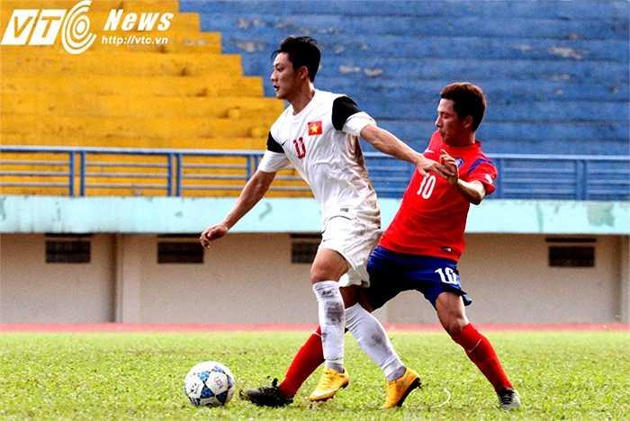 Lâm Ti Phông là cầu thủ U21 Việt Nam chơi ấn tượng nhất trong trận giao hữu này. Tiền vệ cánh người Khánh Hòa liên tục khiến đối phương phải phạm lỗi vì những pha đi bóng rất tốc độ