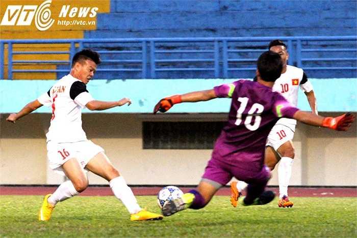 Chính Văn Thành cũng là người đã kiến tạo giúp Như Tuấn có cơ hội đối mặt với thủ môn U19 Hàn Quốc. Rất tiếc, Tuấn không thể chiến thắng được 'người khổng lồ' trong khung gỗ của đối phương