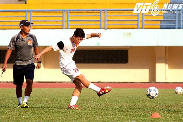 Tuyển thủ Quốc gia Đỗ Duy Mạnh luôn là tâm điểm chú ý trong tập thể U21 Việt Nam