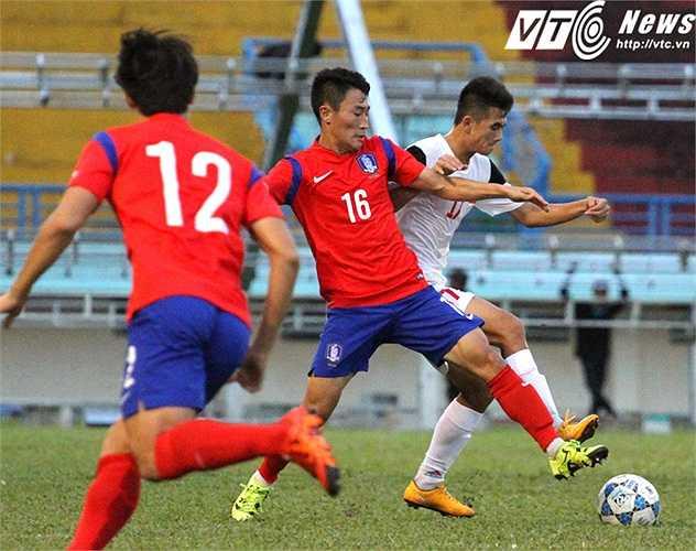 Phát biểu sau trận đấu, HLV Minh Đức đánh giá U19 Hàn Quốc là ửng cử viên nặng kí nhất cho chức vô dịch giải U21 Quốc tế cúp CLEAR MEN (Ảnh: Hoàng Tùng)