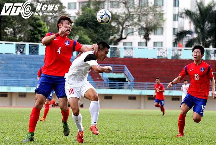Thể hình của các cầu thủ U19 Hàn Quốc rất tốt, với nhiều cầu thủ cao trên 1m85