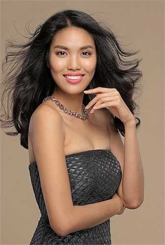 Cô từng đạt nhiều thành tích như giải Người mẫu triển vọng 'Siêu mẫu 2012', top 3 'Siêu mẫu châu Á 2012' và đại diện Việt Nam dự thi 'Người mẫu Thế giới 2012' tại Trung Quốc. Năm 2013, Lan Khuê đã vượt qua 24 thí sinh, giành giải vàng cuộc thi 'Siêu mẫu Việt Nam'.