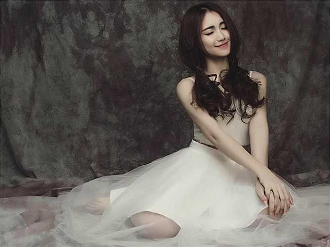 Hòa Minzy bước chân vào làng giải trí với ngôi vị Quán quân Học viện ngôi sao mùa đầu tiên.