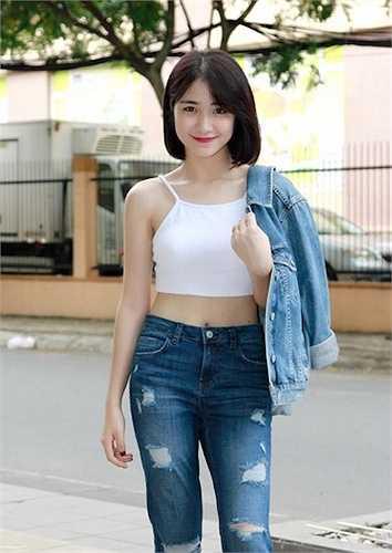 Nhưng phải tới khi Hòa Minzy để lộ chuyện tình cảm với cầu thủ hot nhất làng thể thao Việt là Công Phượng thì cômới thực sự nổi tiếng.