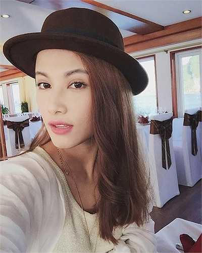 Emmy Nguyễn sở hữu gương mặt 'rất điện ảnh' cùng phong cách tiểu thư sành điệu.